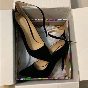 Size 9 pointed black heels